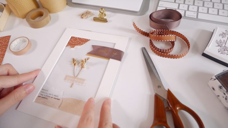Framed art DIY ideas - Dried flower collage art